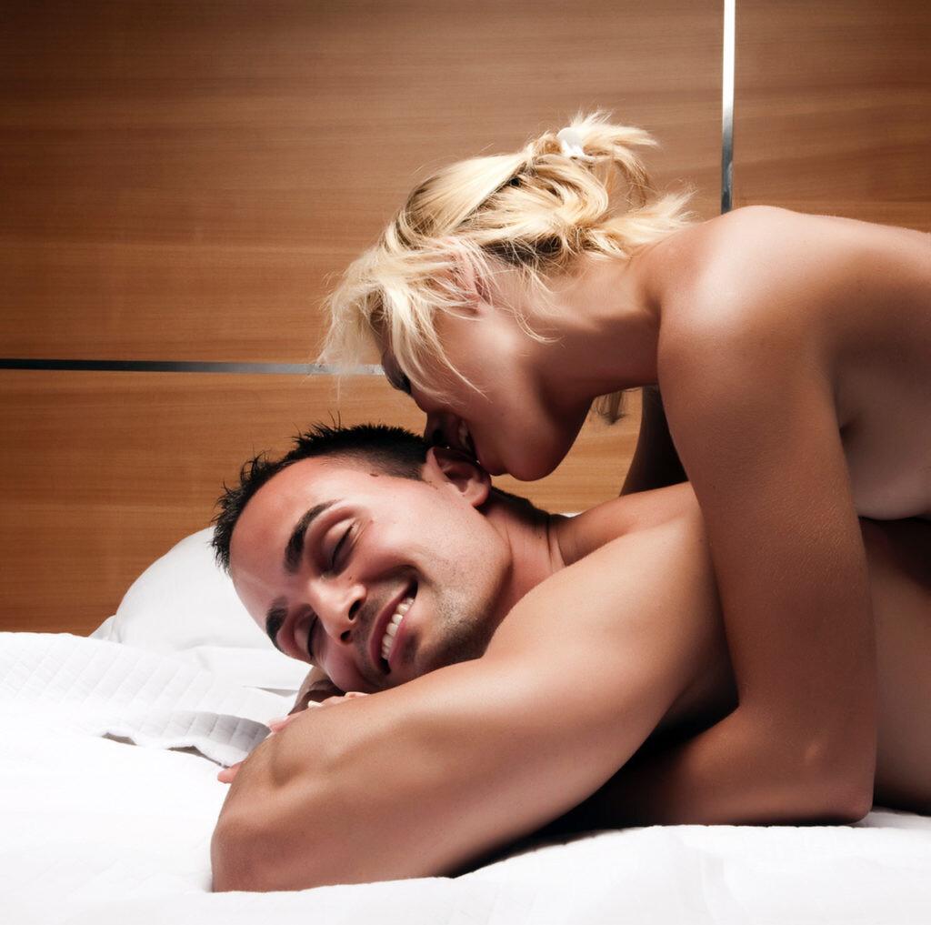 сексуальная прилюдия ласки женских эрогенных зон - 13